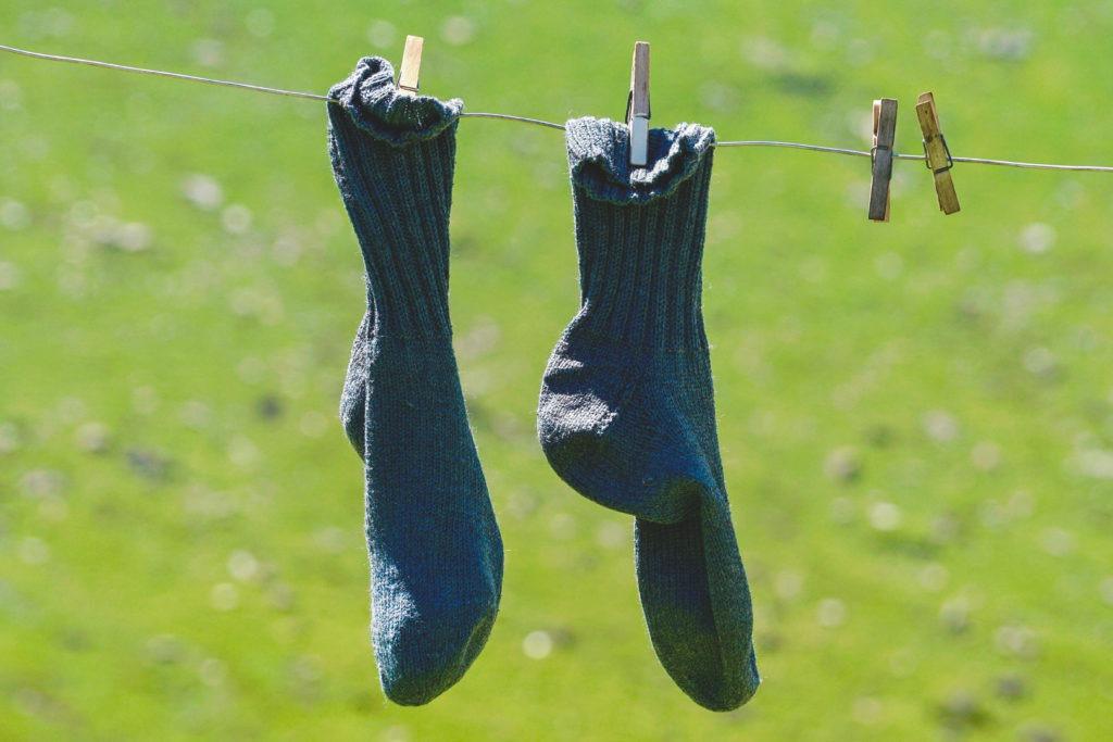 Про носки в углу.