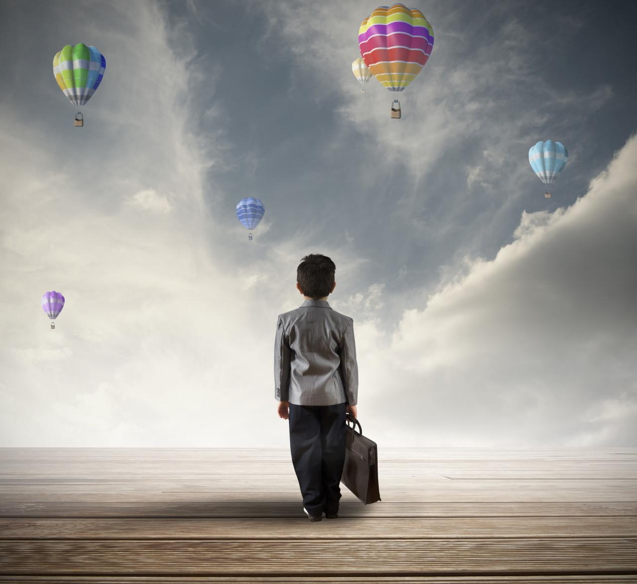 Детские эмоции и улетевший шарик